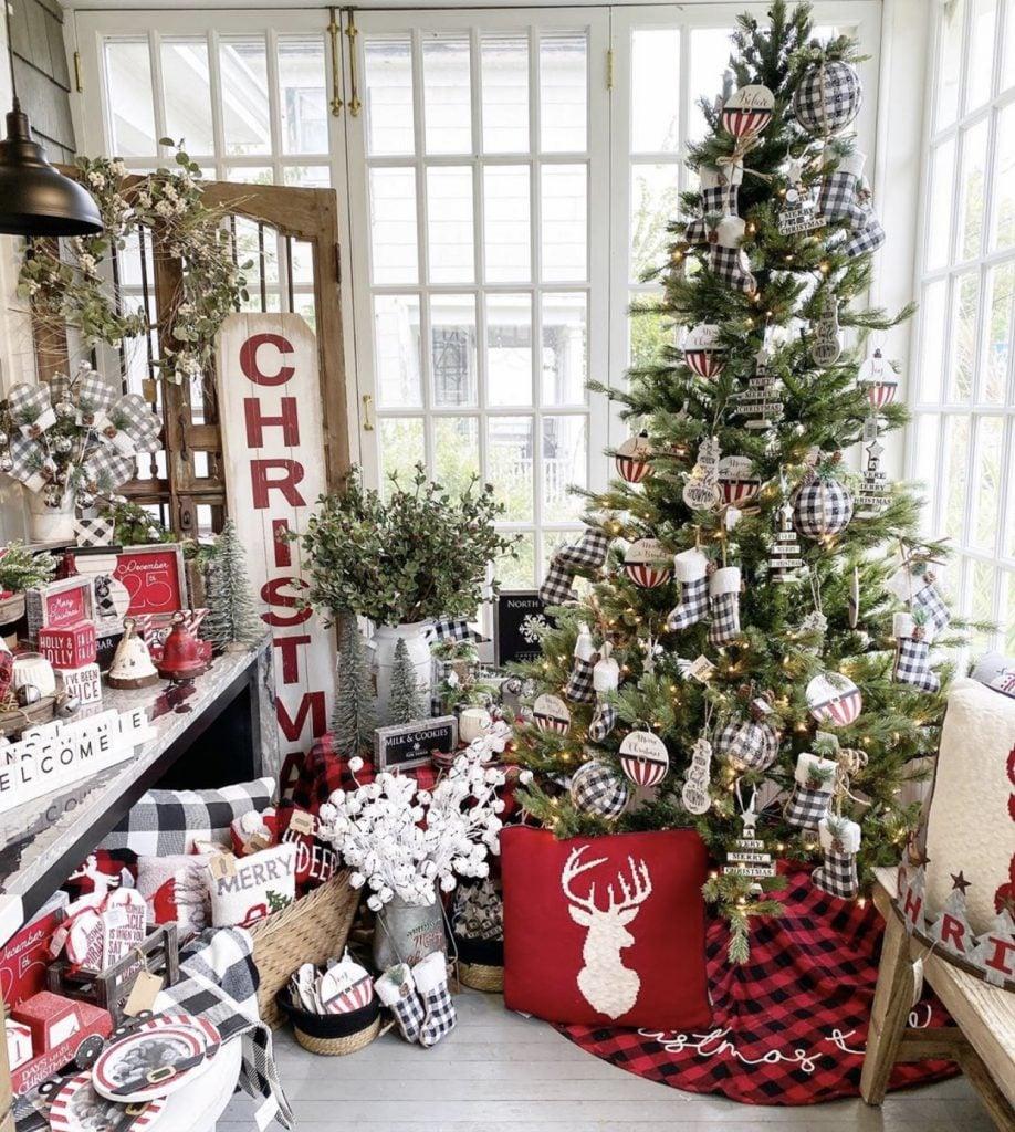 97 Farmhouse Christmas Decor Ideas For Your Home , Chaylor